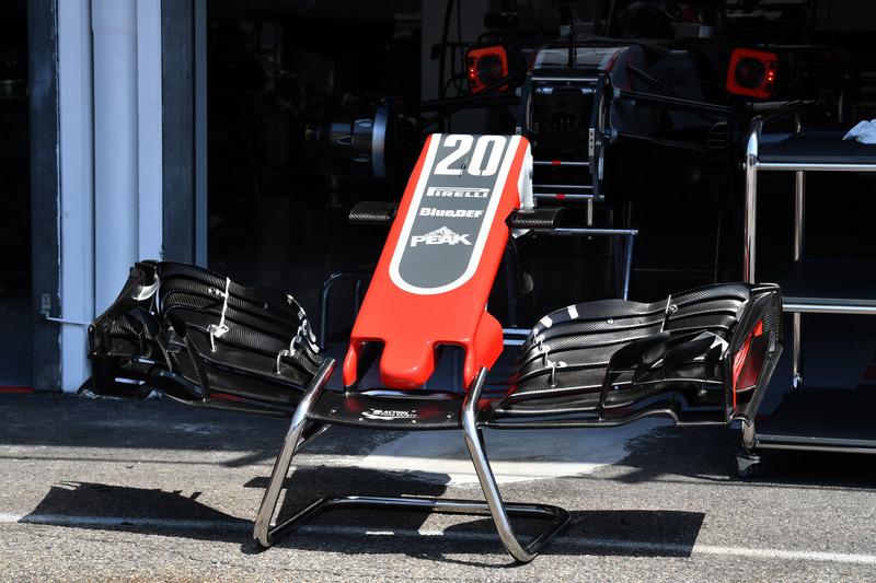 Nez et aileron avant de la Haas F1 Team VF-18