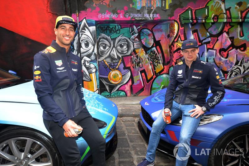 Daniel Ricciardo, Red Bull Racing e Max Verstappen, Red Bull Racing con una Aston Martin DB11 in stile street art in Hosier Lane