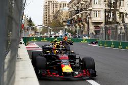 Макс Ферстаппен, Red Bull Racing RB14, Карлос Сайнс, Renault Sport F1 Team RS18, и Даниэль Риккардо, Red Bull Racing RB14