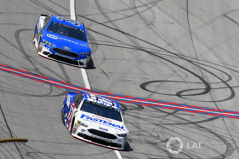 Ricky Stenhouse Jr., Roush Fenway Racing, Ford Fusion Fastenal e David Ragan, Front Row Motorsports, Ford Fusion