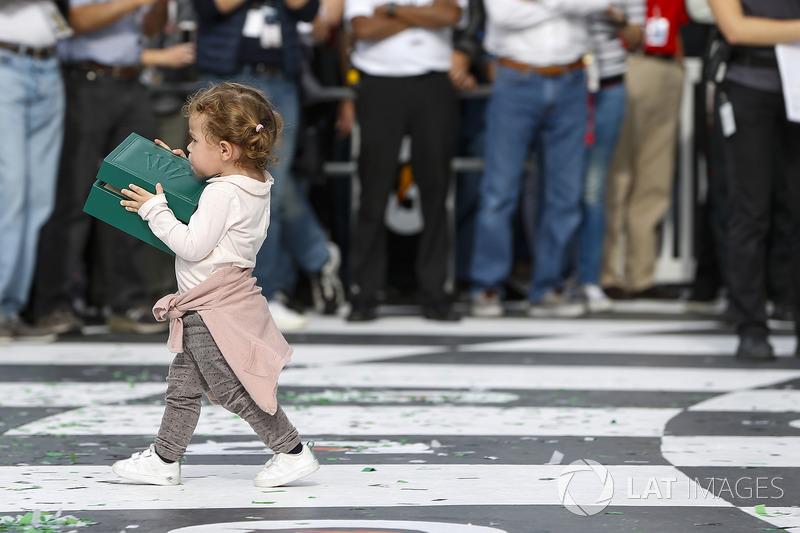 Filipe Albuquerque\s Daughter walks away with his Daytona Cosmograph, watch