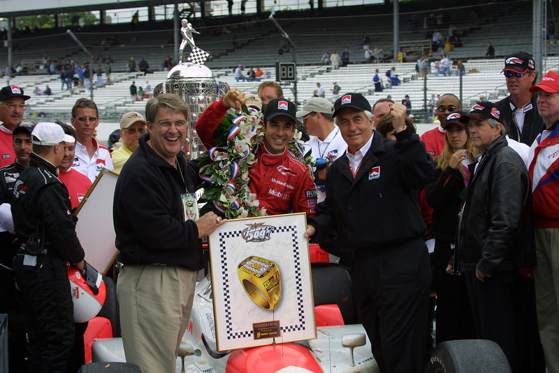 2001 - Helio Castroneves é o segundo brasileiro a vencer
