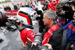Il vincitore della gara Giuliano Alesi, Trident