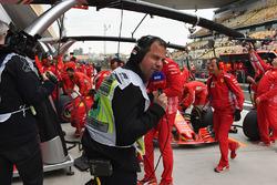 Ted Kravitz, Sky TV, pendant un arrêt au stand de Ferrari