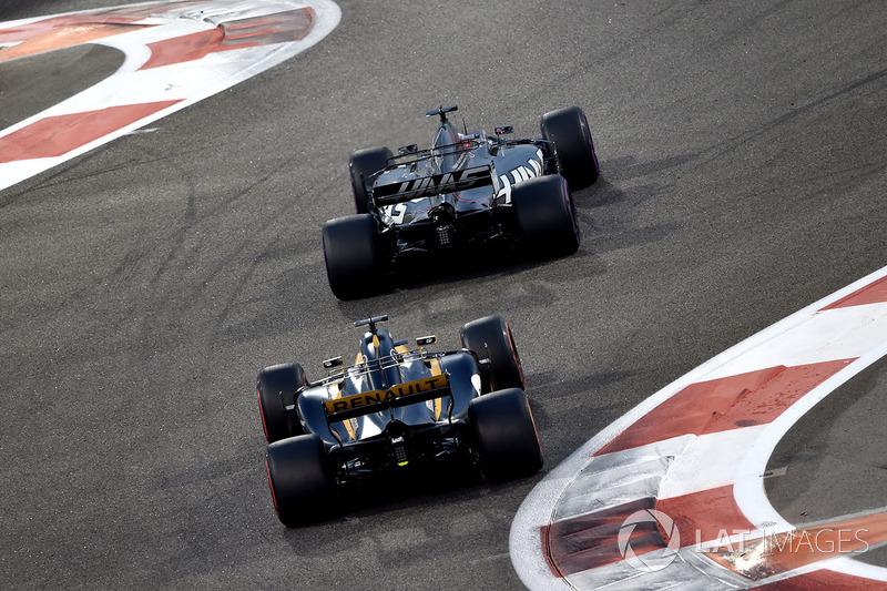 Romain Grosjean, Haas F1 Team VF-17 y Nico Hulkenberg, Renault Sport F1 Team RS17