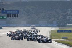 Start of the race, Maximilian Günther, Prema Powerteam Dallara F317 - Mercedes-Benz leads