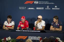 Charles Leclerc, Sauber, Sebastian Vettel, Ferrari, Lewis Hamilton, Mercedes-AMG F1 et Romain Grosjean, Haas lors de la conférence de presse