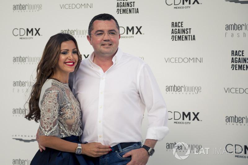 Eric Boullier, director de carreras de McLaren y su mujer, Tamara Boullier