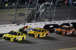 Matt Kenseth, Joe Gibbs Racing Toyota; Kyle Busch, Joe Gibbs Racing Toyota; Carl Edwards, Joe Gibbs Racing Toyota