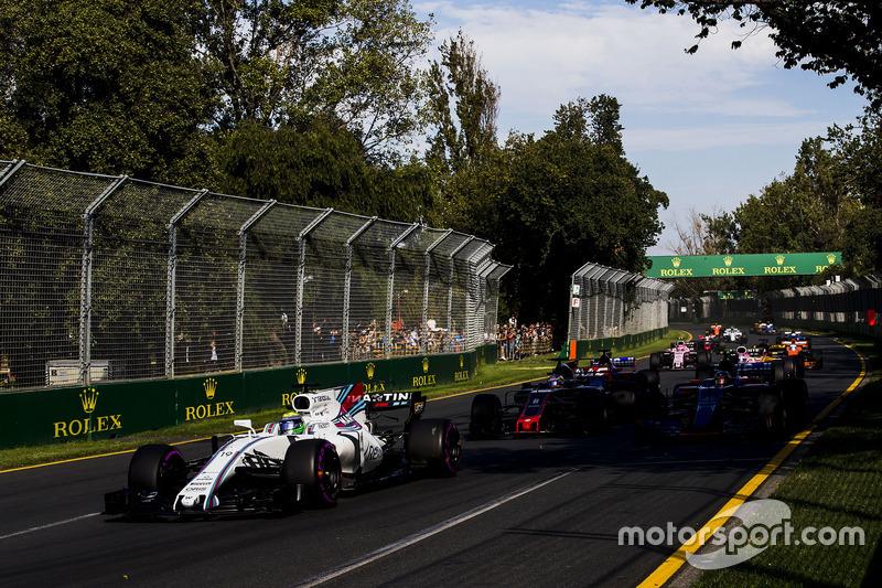 Felipe Massa, Williams FW40; Romain Grosjean, Haas F1 Team VF-17