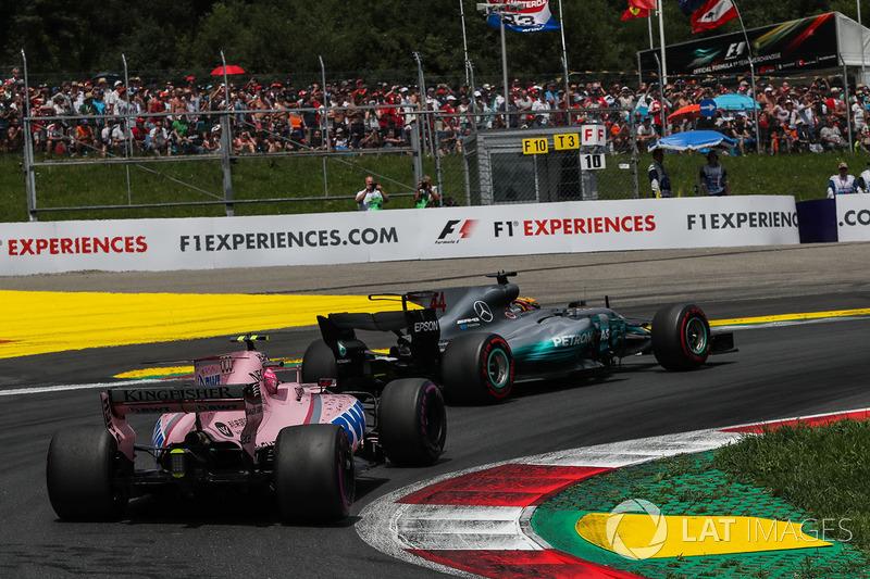 Льюіс Хемілтон, Mercedes AMG F1 F1 W08, Естебан Окон, Sahara Force India VJM10, старт гонки