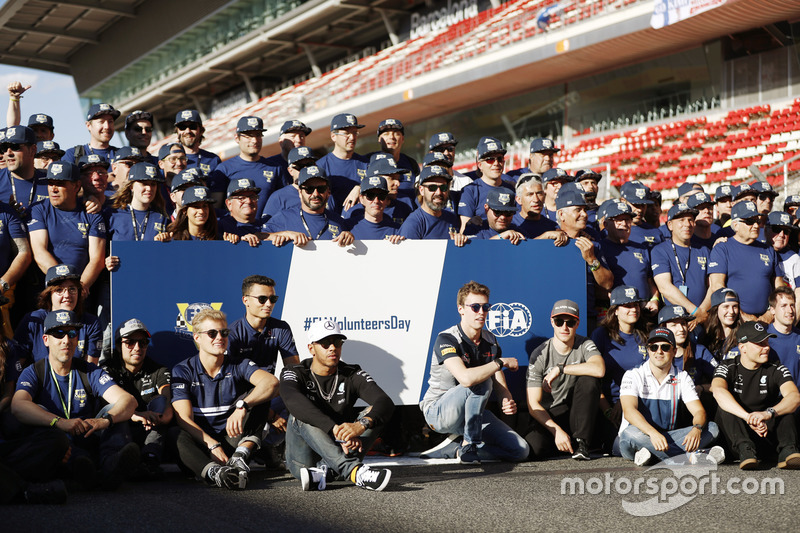 Sergio Perez, Force India, Marcus Ericsson, Sauber, Pascal Wehrlein, Sauber, Lewis Hamilton, Mercedes AMG F1, Daniil Kvyat, Scuderia Toro Rosso, Stoffel Vandoorne, McLaren, Felipe Massa, Williams, Valtteri Bottas, Mercedes AMG F1, at the FIA Volunteers Day celebrations