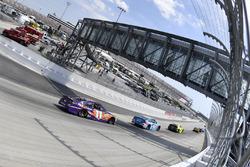 Denny Hamlin, Joe Gibbs Racing Toyota, Regan Smith, Richard Petty Motorsports Ford