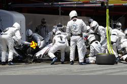 Felipe Massa, Williams FW40, ai box