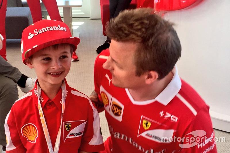 Кімі Райкконен, Ferrari, у молодий уболівальник Томас
