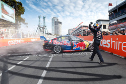 Переможець Шейн ван Гісберген, Triple Eight Race Engineering Holden