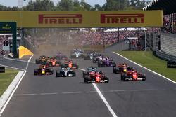 Sebastian Vettel, Ferrari SF70-H führt am Start
