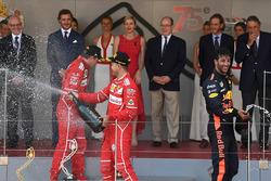 Кімі Райкконен, Ferrari, Себастьян Феттель, Ferrari та Даніель Ріккардо, Red Bull Racing RB13 святкують на подіумі