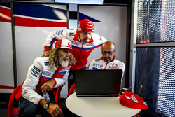 Alex Ghini, Director de hospitalidad Pramac Racing, Federico Cappelli, oficial de prensa y Jacopo Me