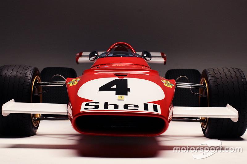 Ferrari 312B на трасі в Монці на зйомках документального фільму з однойменною назвою. Гонщик - Паоло Барілла