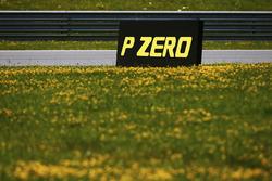 Cartello Pirelli a bordo pista