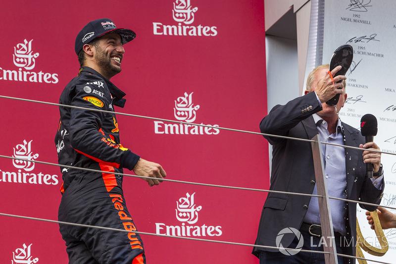 Подіум: третє місце Даніель Ріккардо, Red Bull Racing, Мартін Брандл, Sky TV