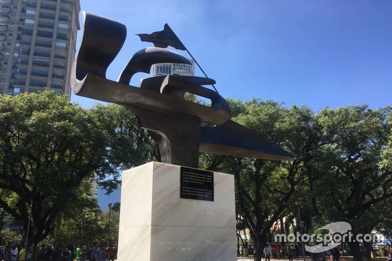 Відкриття площі Айртона Сенни у Бразилії