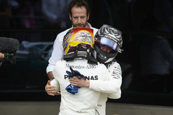Yarış galibi Lewis Hamilton, Mercedes AMG F1 ve Valtteri Bottas, Mercedes AMG F1 W08