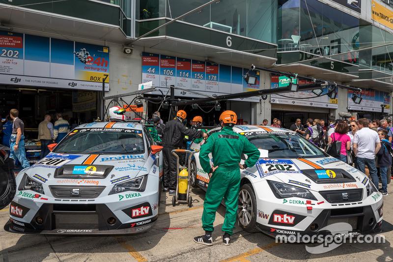 #201 mathilda racing - Team pistenkids SEAT Leon;#202 mathilda racing - Team pistenkids SEAT Leon;