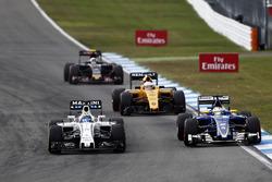 Felipe Massa, Williams FW38 and Marcus Ericsson, Sauber C35 battle for position