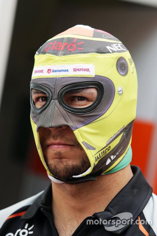 Sergio Perez, Sahara Force India F1con una maschera da Wrestler Messicano