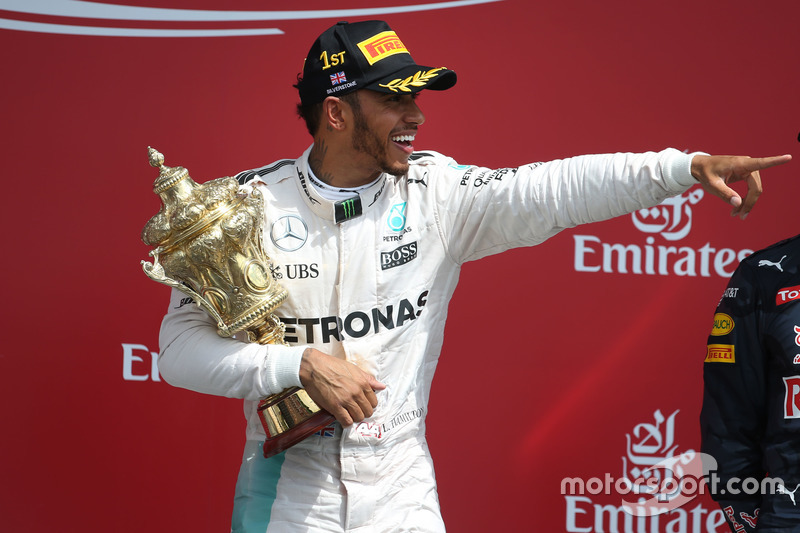 Race winner Lewis Hamilton, Mercedes AMG F1 W07 Hybrid celebrates