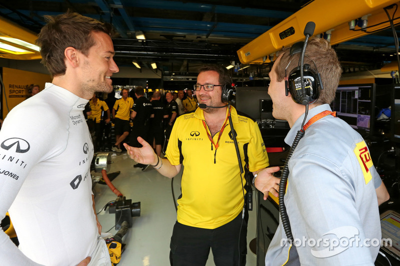 Jolyon Palmer, Renault Sport F1 Team (Left) with Julien Simon-Chautemps, Renault Sport F1 Team Race Engineer (Centre)