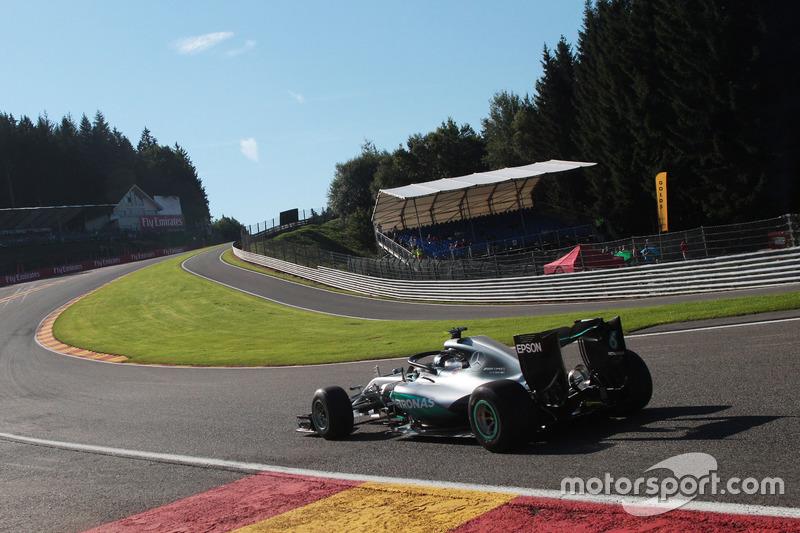 Nico Rosberg, Mercedes AMG F1 W07 Hybrid con il dispositivo Halo