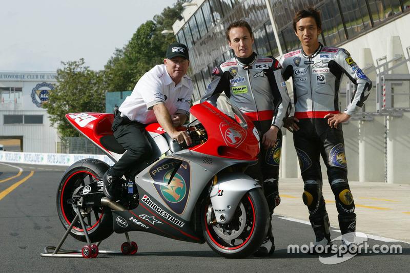 Kenny Roberts, Team principal Proton Team KR, Jeremy McWilliams, Proton Team KR and Nobuatsu Aoki, Proton Team KR