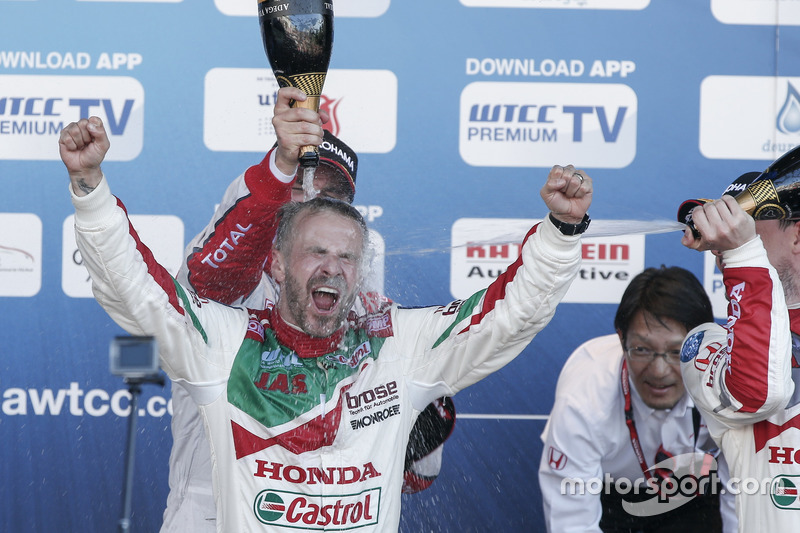 Podyum: 1. Tiago Monteiro, Honda Racing Team JAS, Honda Civic WTCC; 2. Yvan Muller, Citroën World To