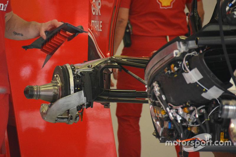 Ferrari SF16-H, attacchi delle sospensione posteriore a quadrilatero