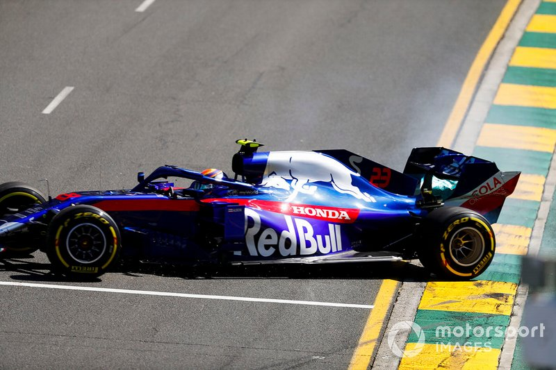 Alexander Albon, Toro Rosso STR14, sufre un giro