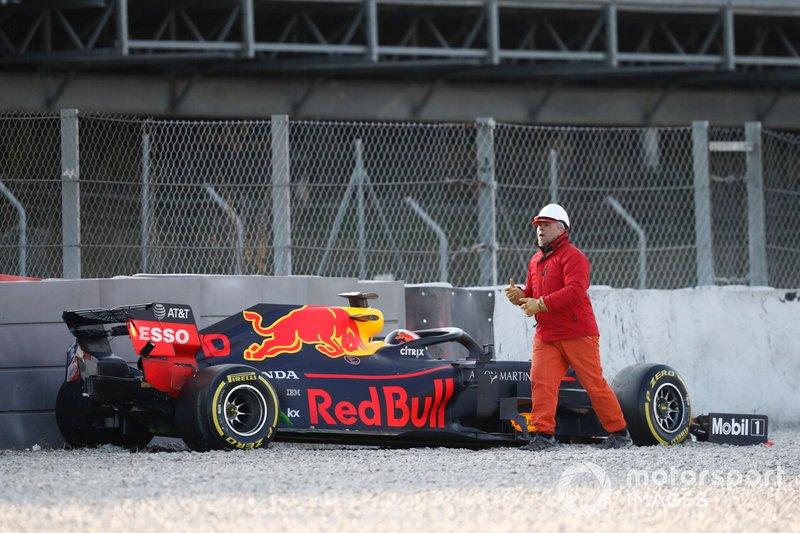 Pierre Gasly, Red Bull Racing RB15, bariyerlere çarptıktan sonra çakıl havuzunda