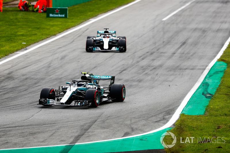 Yarıştan sonra Bottas'tan Hamilton ile yan yana sürmesi isteniyor
