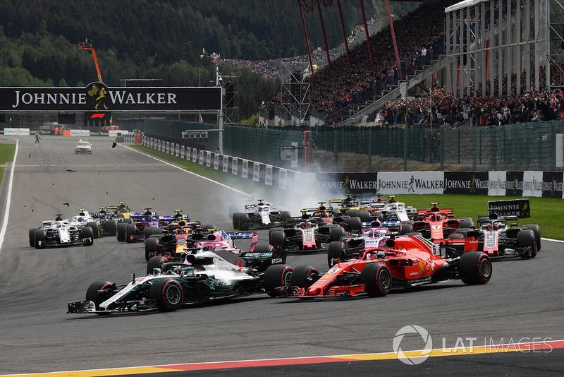 Lewis Hamilton, Mercedes AMG F1 W09 y Sebastian Vettel, Ferrari SF71H