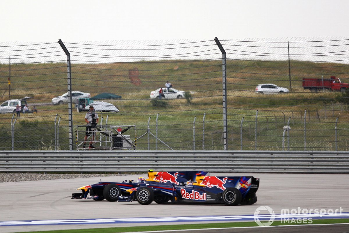 Mark Webber, Red Bull Racing RB6 Renault y Sebastian Vettel, Red Bull Racing RB6 Renault
