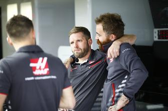 Les membres de Haas au travail