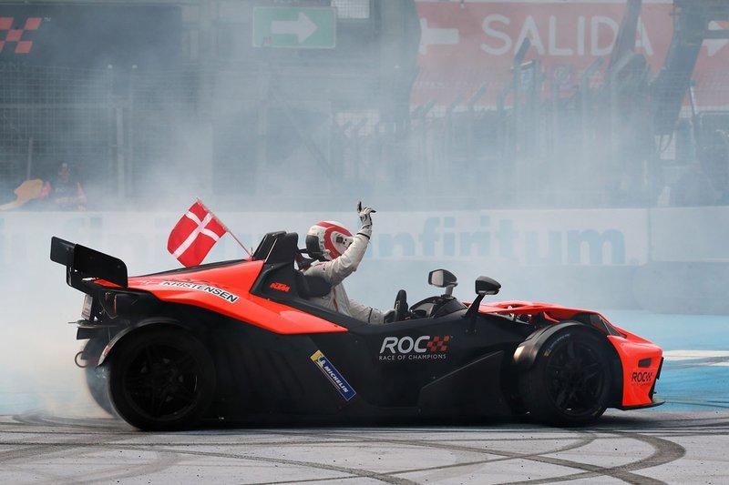 Tom Kristensen celebra el ganar la Copa de Naciones del ROC