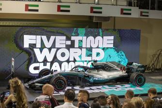 La monoposto di Lewis Hamilton, Mercedes-AMG F1 W09, nel parco chiuso