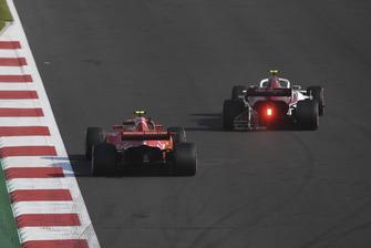 Kimi Raikkonen, Ferrari SF71H and Antonio Giovinazzi, Sauber C37