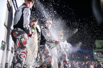 #86 Michael Shank Racing with Curb-Agajanian Acura NSX, GTD: Katherine Legge, Alvaro Parente, Trent Hindman, Podium, Champagne