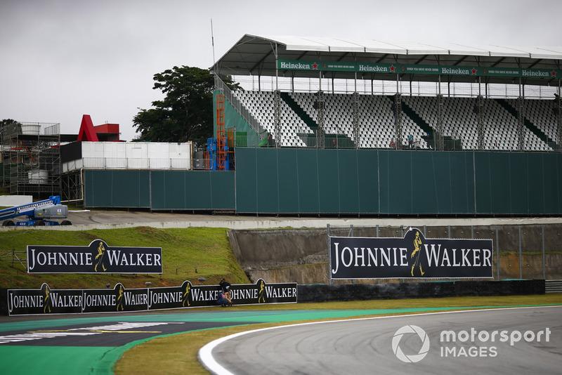 Les marques Heineken et Johnnie Walker autour des tribunes