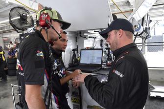 Regan Smith, Leavine Family Racing, Chevrolet Camaro Procore crew chief Jon Leonard