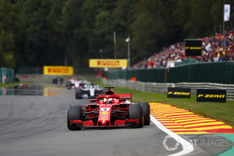 Sebastian Vettel, Ferrari SF71H, y Lewis Hamilton, Mercedes AMG F1 W09